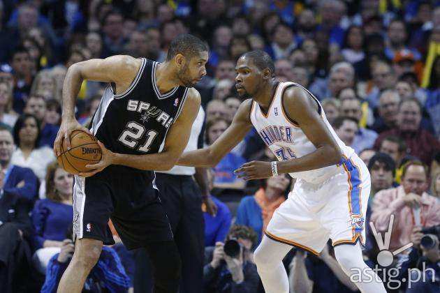 Spurs vs Thunder NBA photo by Sue Ogrocki