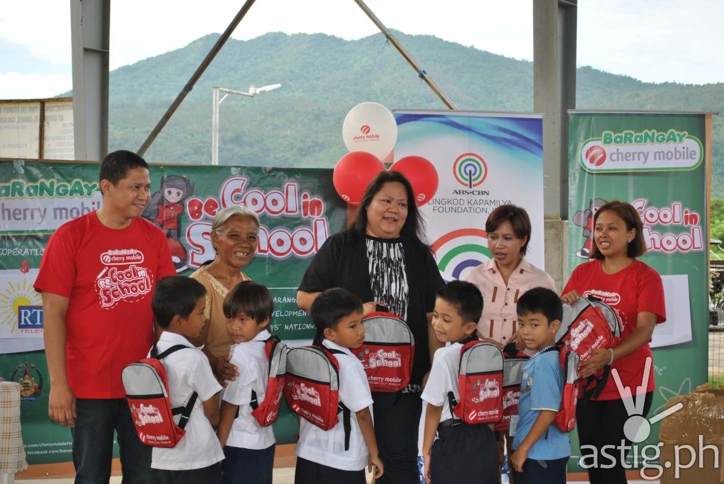(L-R) Cherry Mobile's Laguna Distributor Ronald Rebong, a parent representative from BayaniJuan, Programa Genio's Representative Cherry Villafuerte, DESA