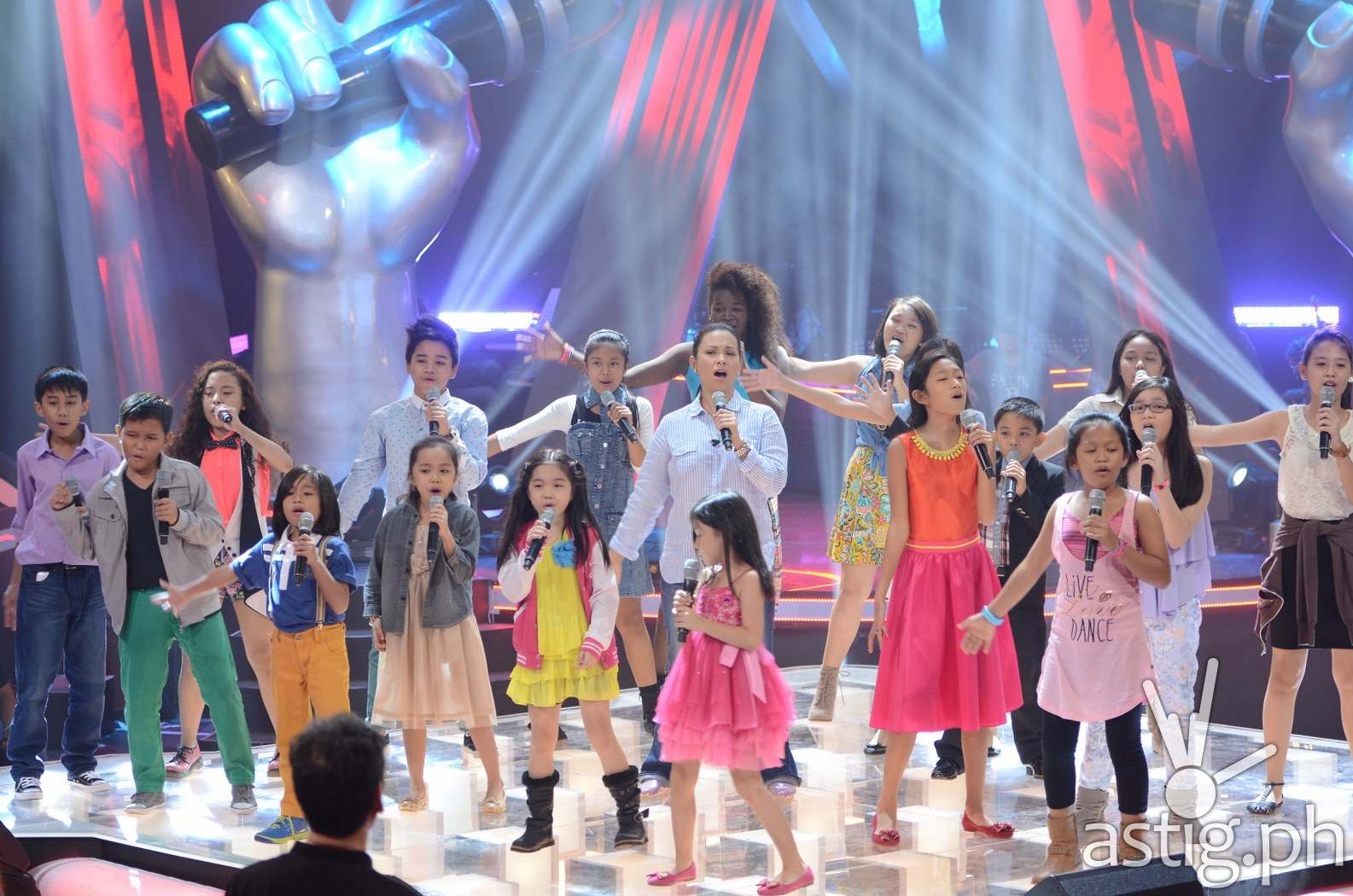 Lea Salonga with her young artists in 'The Voice Kids'