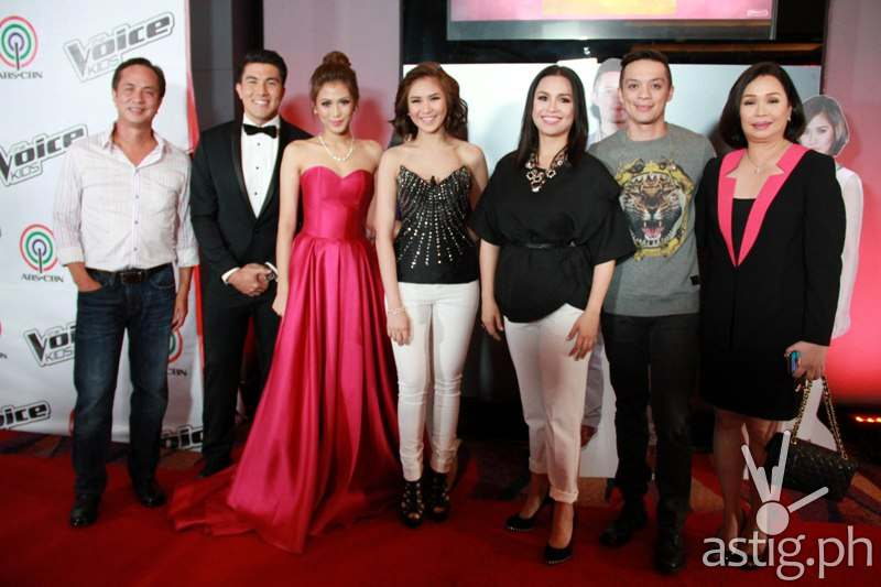 ABS-CBN chairman Eugenio Lopez III, hosts Luis Manzano and Alex Gonzaga, coaches Sarah, Lea, and Bamboo and ABS-CBN broadcast head Cory Vidanes