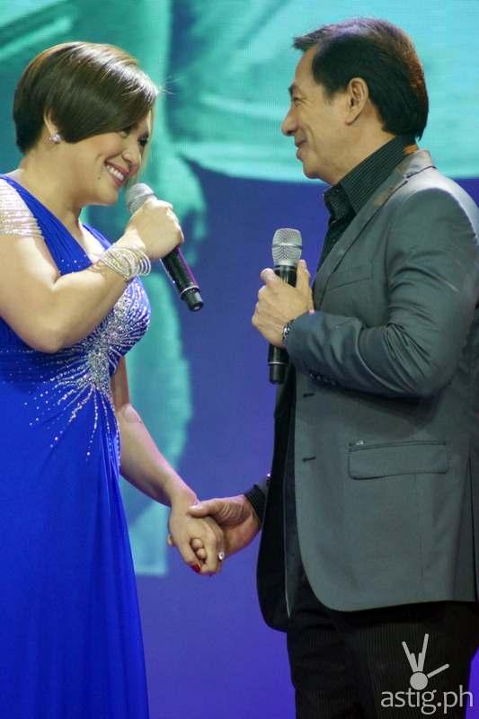 Maya's parents Sylvia 'Nanay Teresita' Sanchez and Lito 'Tatay Arturo' Pimentel serenaded the fans
