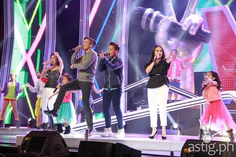 Sunday show's opening number featuring coaches Sarah, Bamboo, and Lea, Lyca, Darren, Juan Karlos, Darlene
