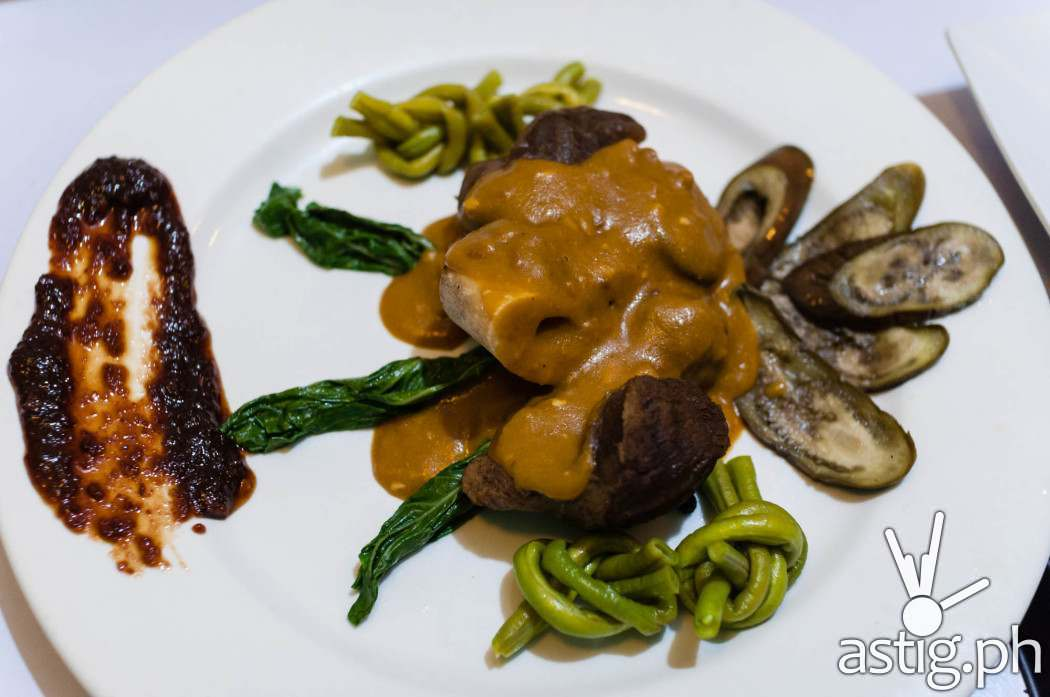 Osso bucco kare-kare (230 PHP)