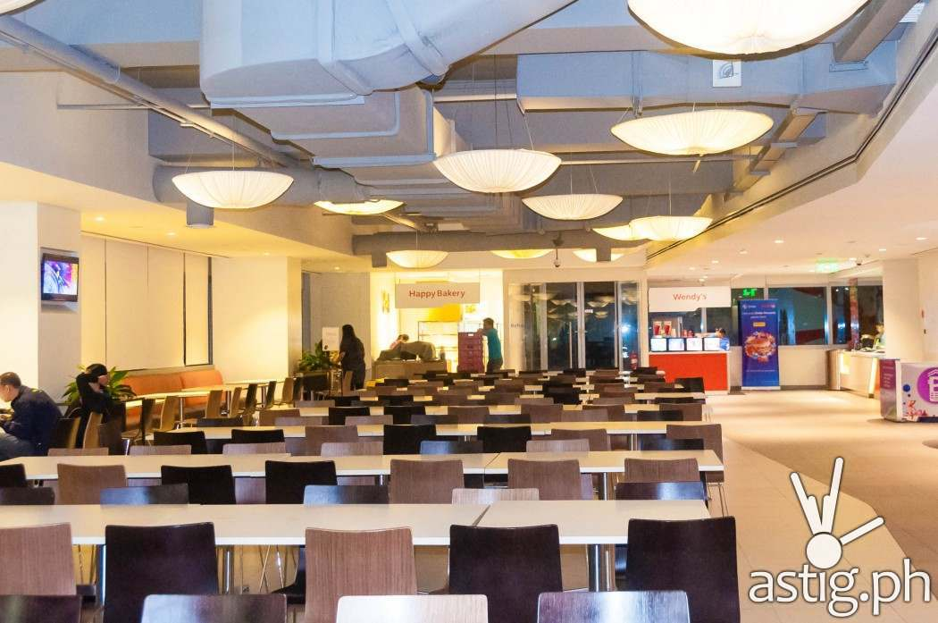 Dining hall: located at the 8th floor of the Globe Tower, the dining hall can accommodate up to 600 people, which is only 10% of Globe's total population but that's alright, they don't all eat here at the same time.