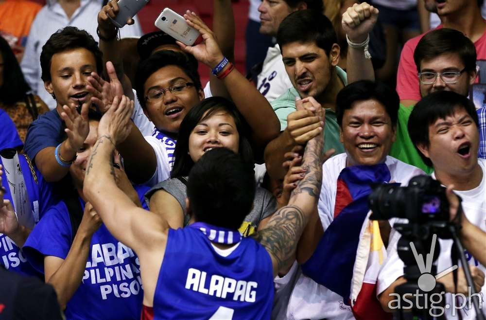 Hero: Jimmy Alapag clasps hands with fans Gilas vs Senegal 2014 FIBA Basketball World Cup (FIBA.COM)