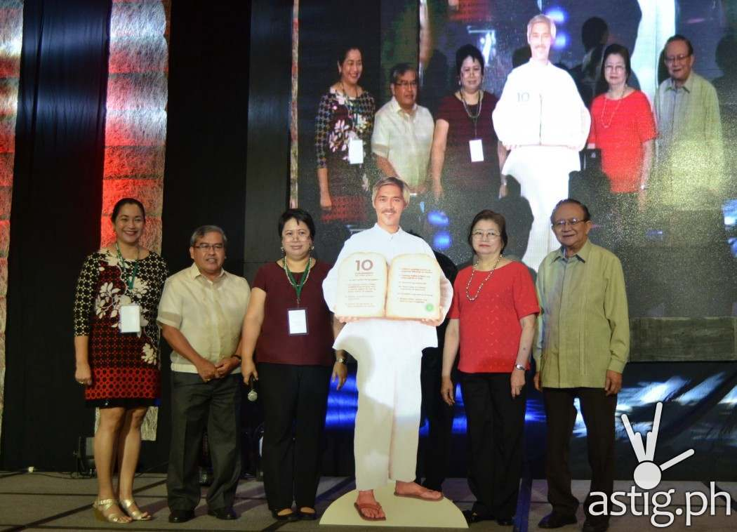 """(L-R) Carmelita Abalos, President of the Nutrition Action Officers Association of the Philippines; Mario Capanzana, Director of Food and Nutrition Research Institute; Jovita Raval, NNC Chief of the Nutrition Information and Education Division; Dr. Corazon VC Barba, Professor Emeritus of UP Los Banos; Dr. Rodolfo Florentino, President of the Nutrition Foundation of the Philippines launch a popular version of the Nutritional Guidelines for Filipinos, the """"10 Kumainments"""". The standee in the middle is the main character for the campaign, Moises """"Mang Moi"""" Dalisay."""