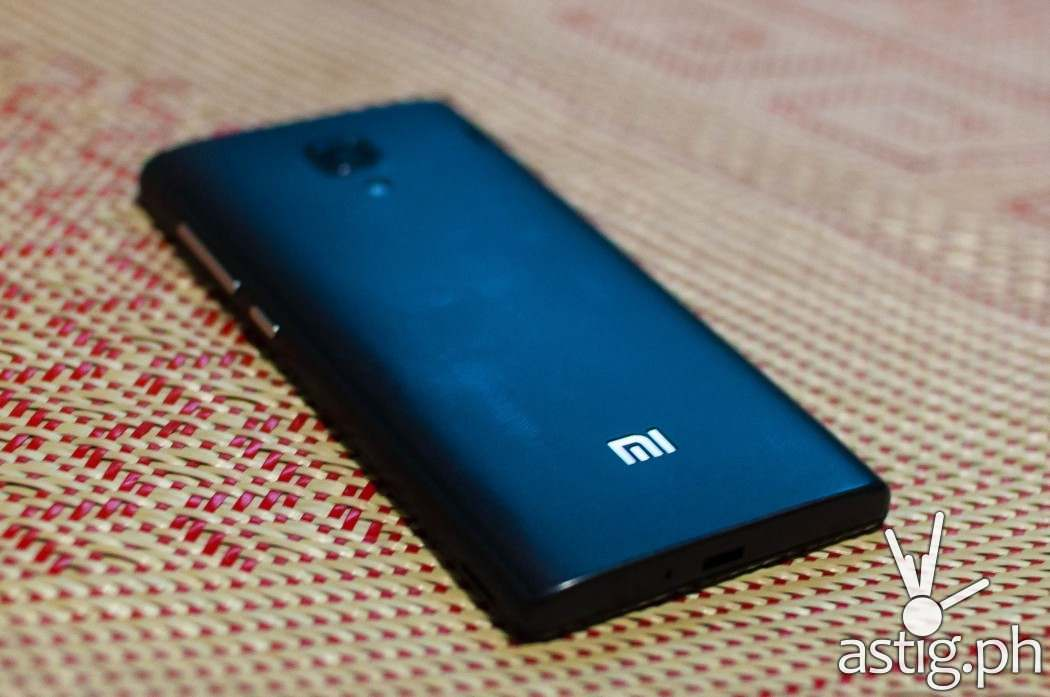 Xiaomi RedMi 1S back view showing the LED flash bulb, camera viewfinder, and Mi logo