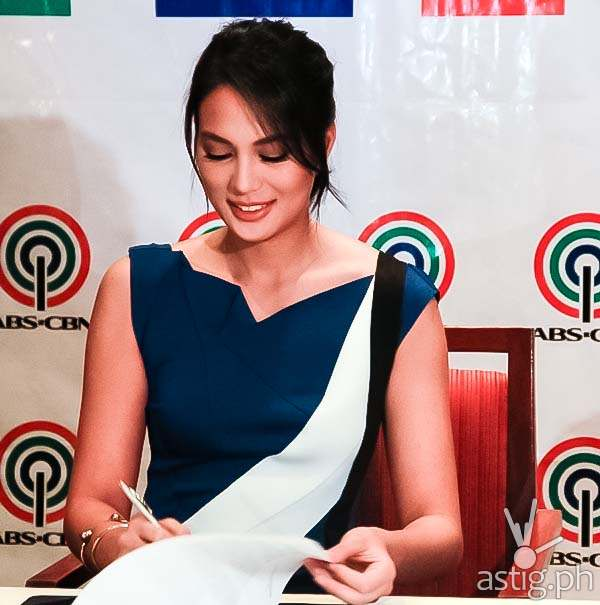 Isabelle Daza signs an exclusive contract with ABS-CBN
