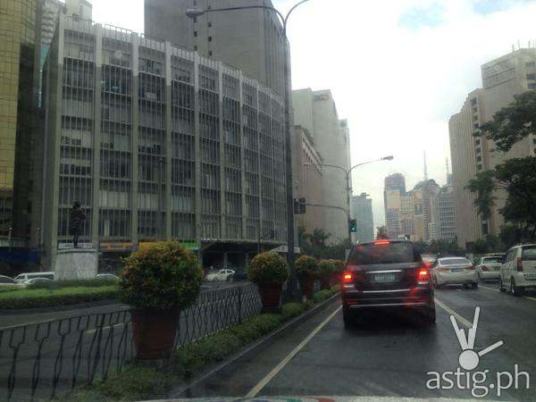 Traffic was reopened when no bomb was found (via Dennis Cabral Datu)