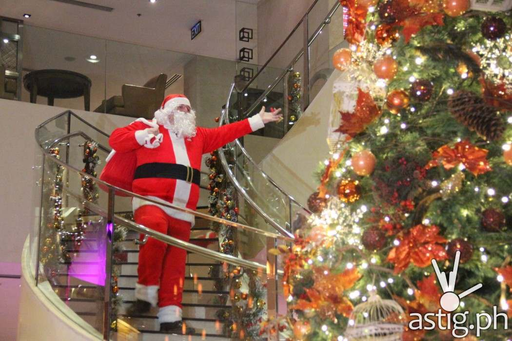 Kids and guests of all ages was surprised with Santa Claus surprise appearance!