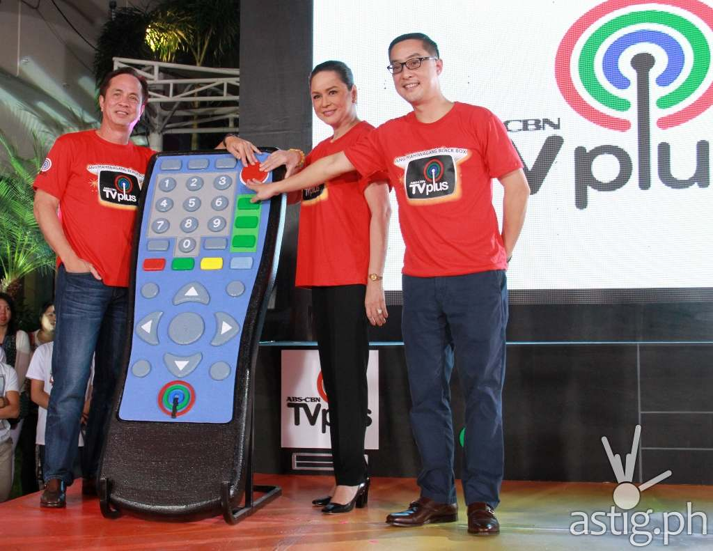 Eugenio Lopez III, Charo Santos-Concio, and Carlo Katigbak lead the ceremonial switch-on of ABS-CBN TVplus