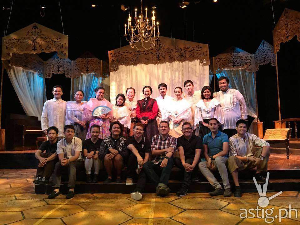 Tuxqs Rutaquio, Shamaine Buencamino, Arnold Reyes, and the cast and crew of Juego de Peligro (source: Tanghalang Pilipino Facebook page)