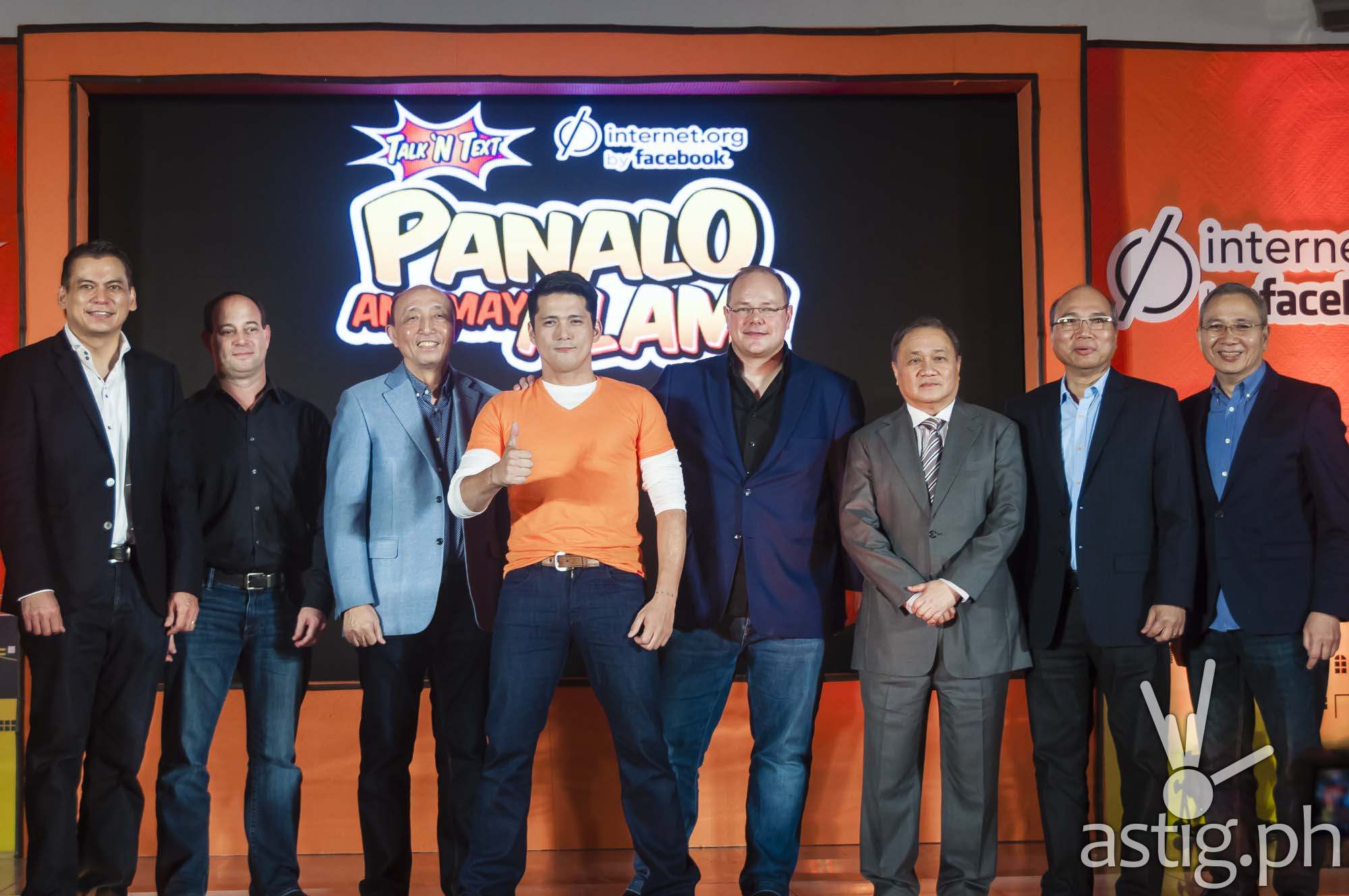 Facebook, Smart Communications, and Talk 'N Text executives pose with Robin Padilla at the launch of Internet.org in Taguig City