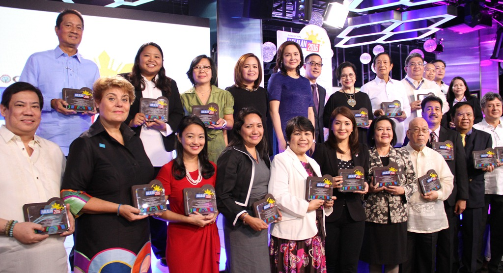 ABS-CBN News head Ging Reyes, president and CEO Charo Santos-Concio, and COO Carlo Katigbak, and more
