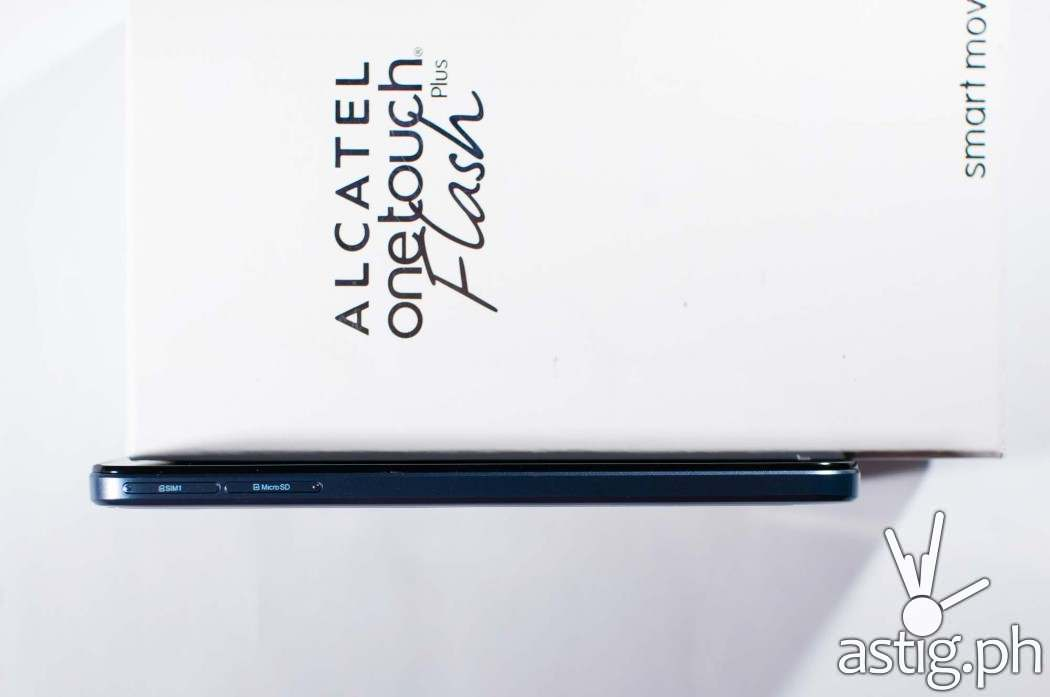 The Alcatel ONETOUCH Flash Plus is 7.95mm thick and has a unibody design - i.e. non-removable back cover