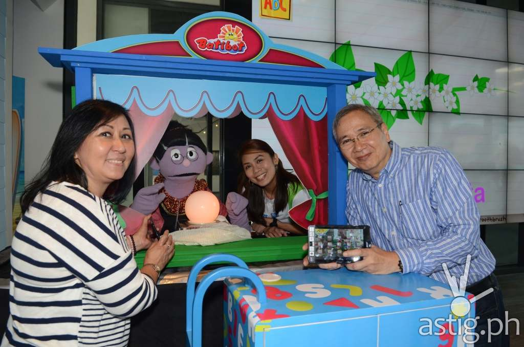 Smart Communications launches the Batibot Android app, which can be downloaded for free. From left to right are: Community of Learners Foundation director Feny de los Angeles, well-loved Batibot character Manang Bola, Smart senior manager for education Stephanie Orlino, and Smart public affairs head Mon Isberto.