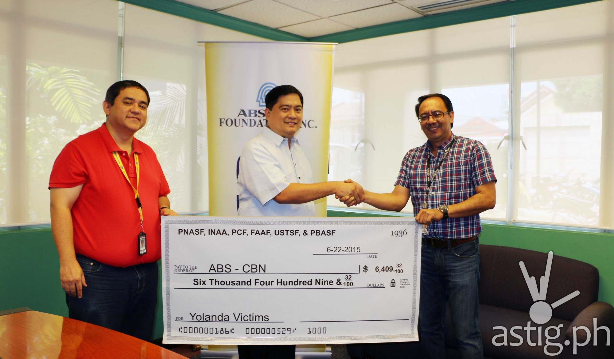 District 2, Pasay City Councilor Allan T. Panaligan shakes hands with Sagip Kapamilya Program Director Higino T. Dungo , Jr. with Jerry O. Bennett, head of ABS-CBN's Integrated Public Service