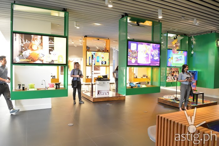Globe store employees warmly welcomes the guests on the second floor of the new GEN3 store