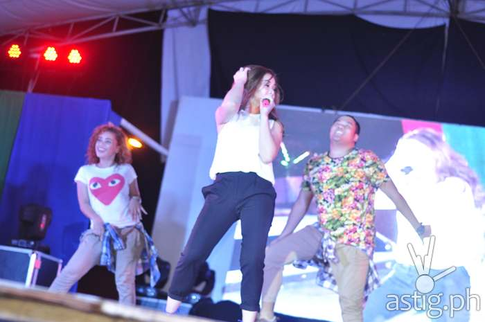 Maja Salvador performs in front of the crowd