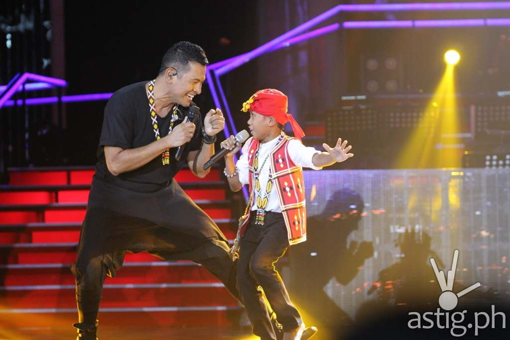 Reynan performing with Gary Valenciano