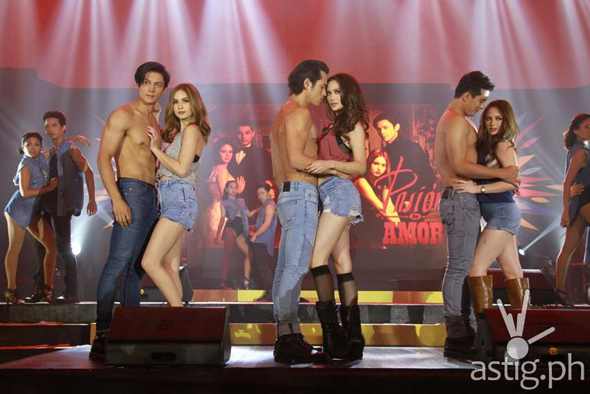 Pasion de Amor cast at Trade event