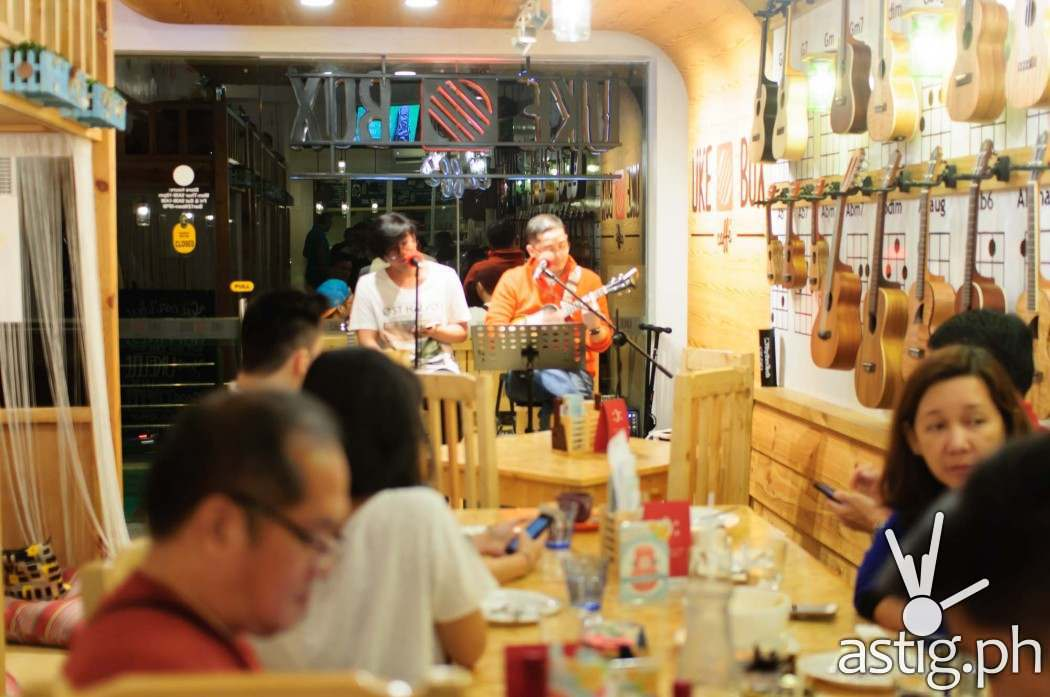 Enjoy the company of friends while listening to good music and amazing acoustic performances at Uke Box Caffe