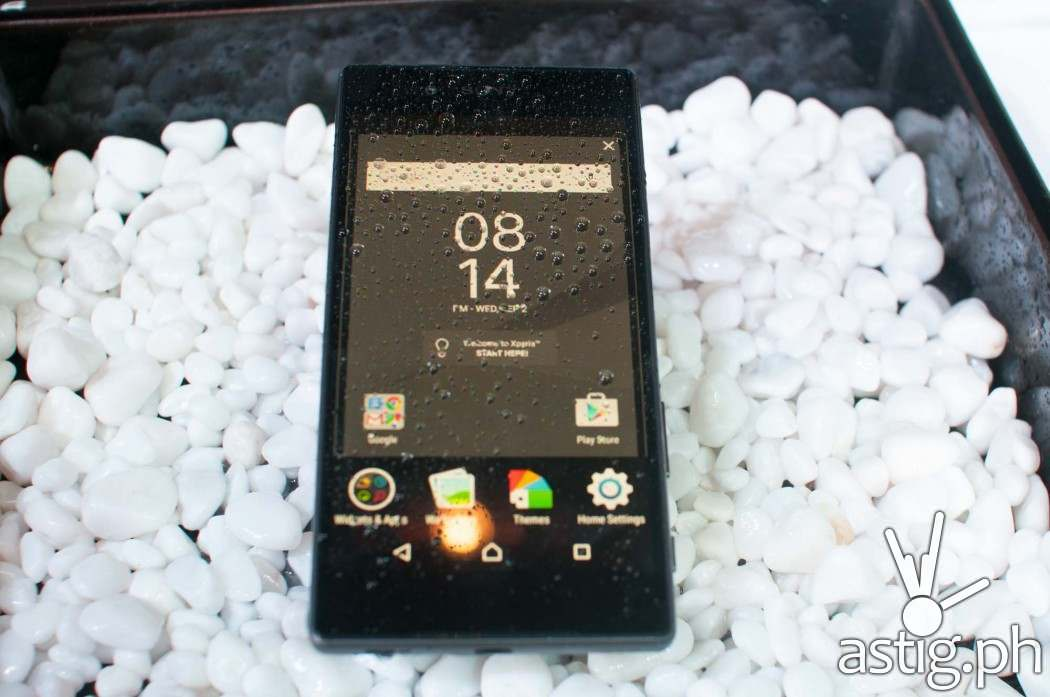 A little rain and some dirt can't hurt the Sony Xperia Z5 - it's rated IP65 and IP68!