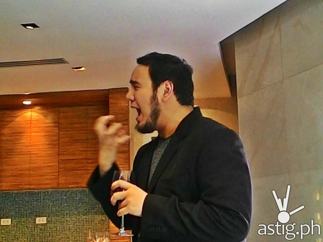 Here's Robi Joseph getting all animated while sharing with us the 5 S's of wine tasting...See...Smell...Swirl...Sip...Savor...