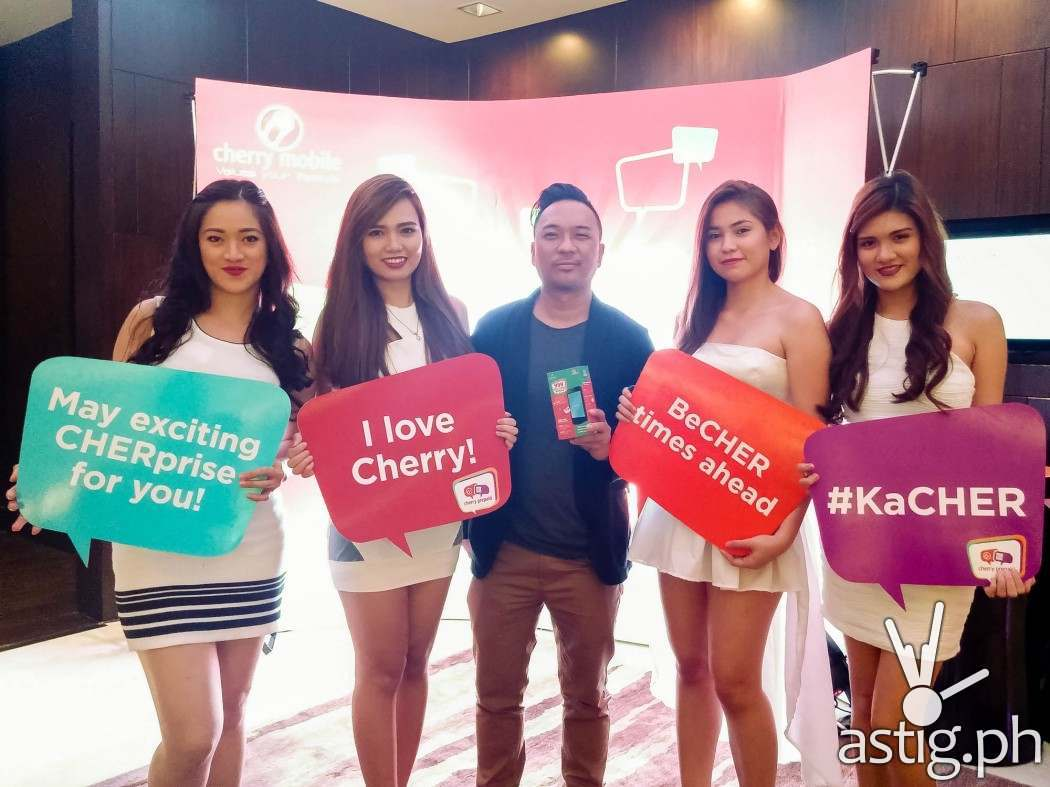 Cherry Prepaid girls with blogger Enzo Luna of JuanManilaExpress.com