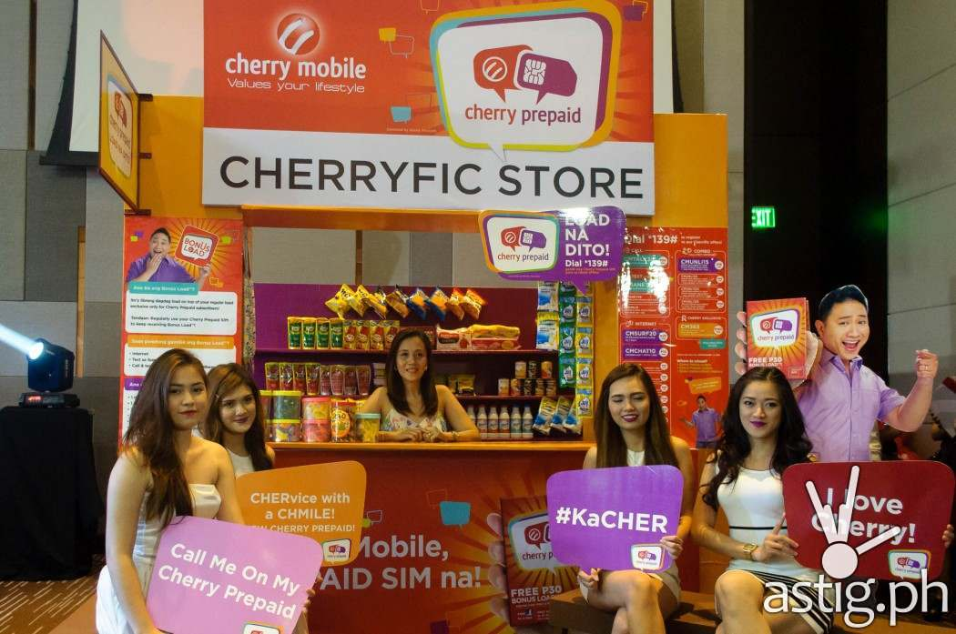 Mommy blogger Jenny Gonzales Roxas enjoying a CHERvice with a smile at the CHERrific store!