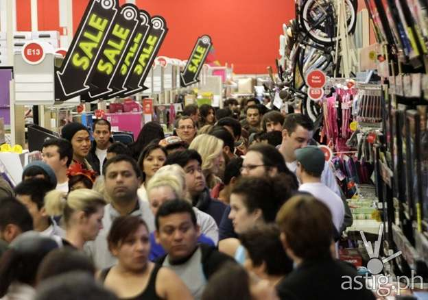 Kaymu PH Black Friday Crowd Image