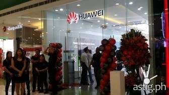 Huawei open its first experience store at SM MOA
