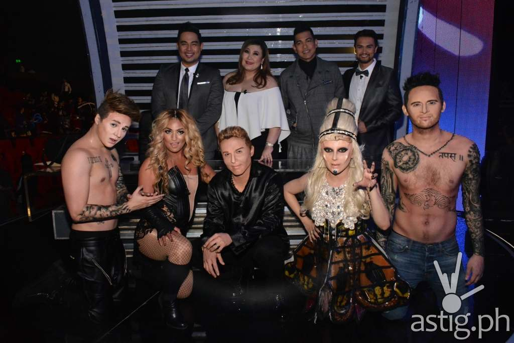 Your Face Sounds Familiar Final 5 Sam, Denise, Kean, KZ, and Michael with jurors Jed, Sharon, Gary, and host Billy