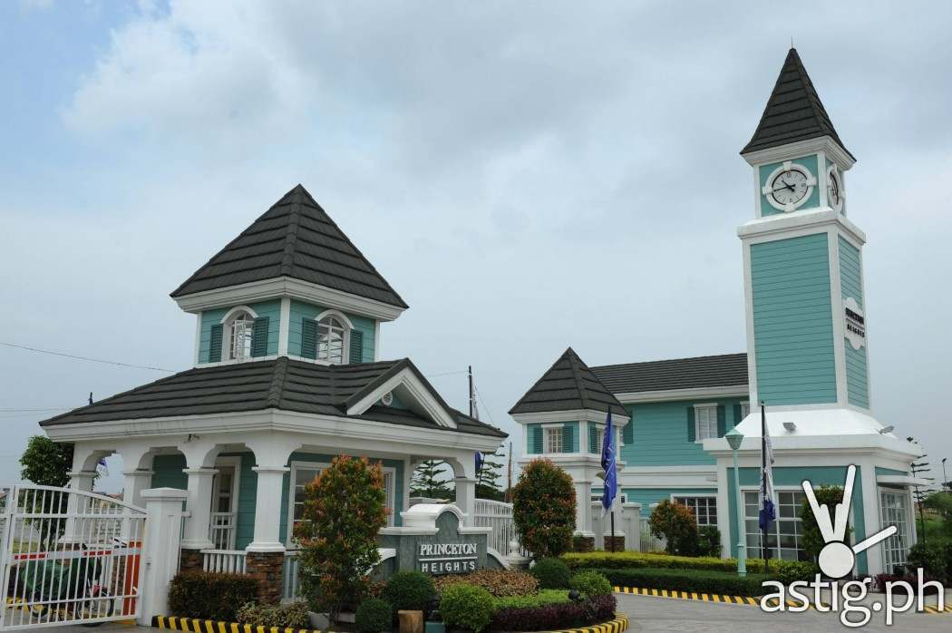 Princeton Heights, one of Filinvest's projects located in Molino, Cavite displays an American New England theme, with the use of the HardiePlank® Siding.