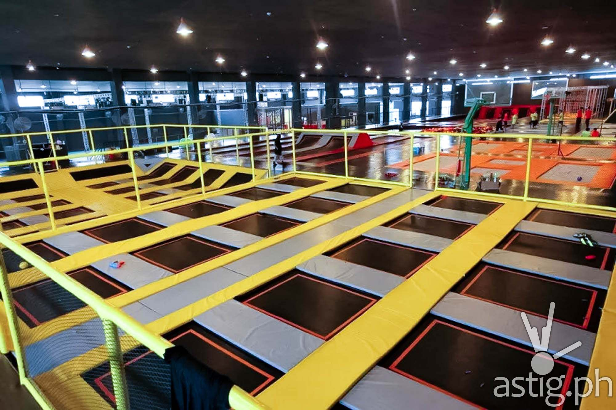 trampoline park philippines 39 first flying adventure to open in mandaluyong video astig ph. Black Bedroom Furniture Sets. Home Design Ideas