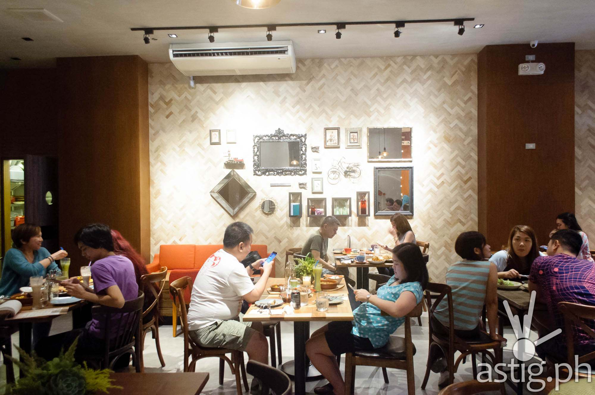 Art pieces accentuate the spacious, well-lit interiors of Café Enye
