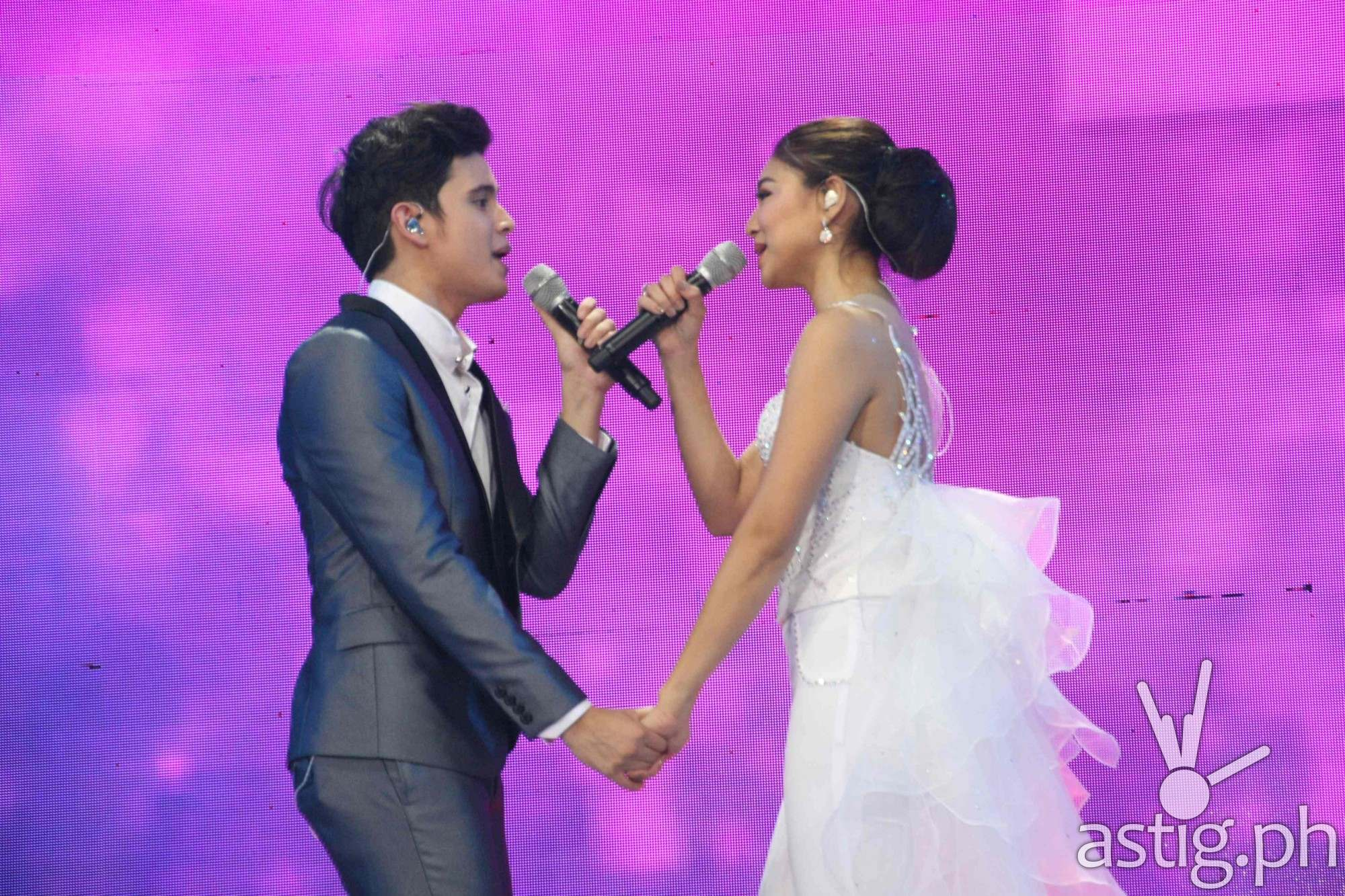 James Reid and Nadine Lustre JaDine Concert