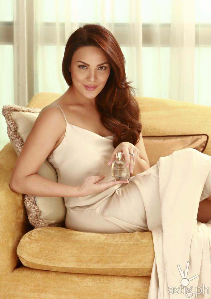 Natural Looks Endorser KC Concepcion with the Limited Edition Natural Looks Elegance Eau de Parfum