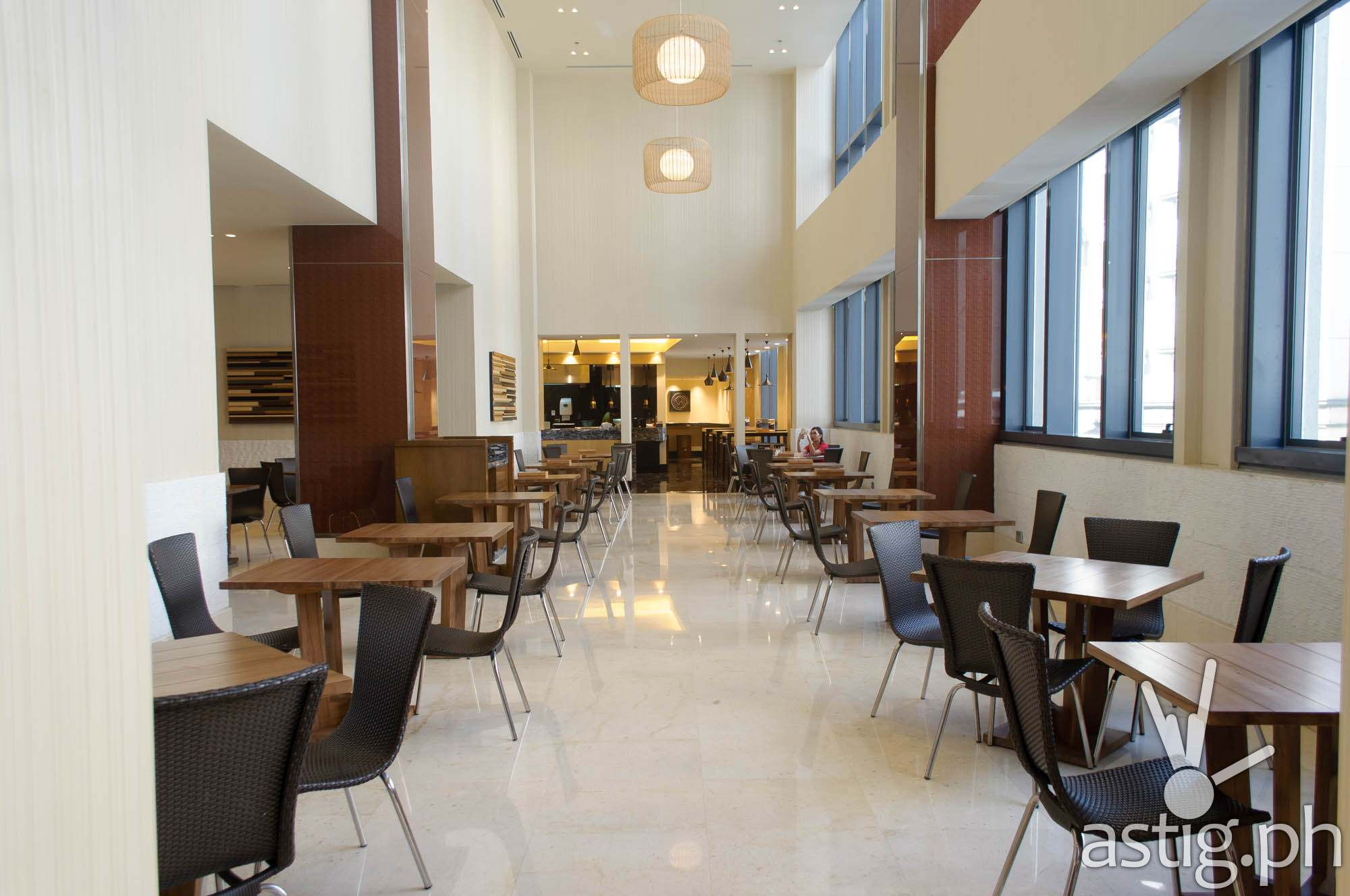 Huge, well-lit dining halls of Mian