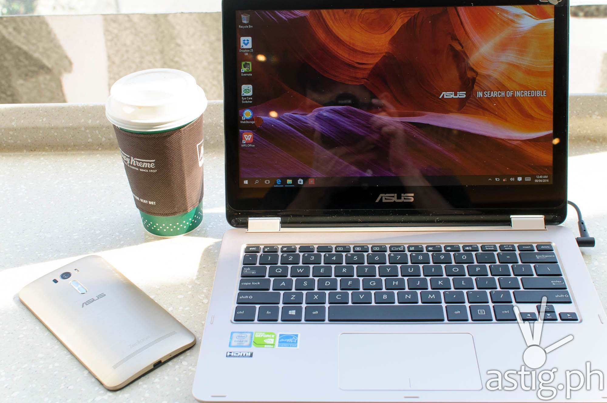 You can use the ASUS ViVoBook Flip as a tablet, or like a normal laptop, just flip and go! - ASUS ViVoBook Flip TP301UJ (28)