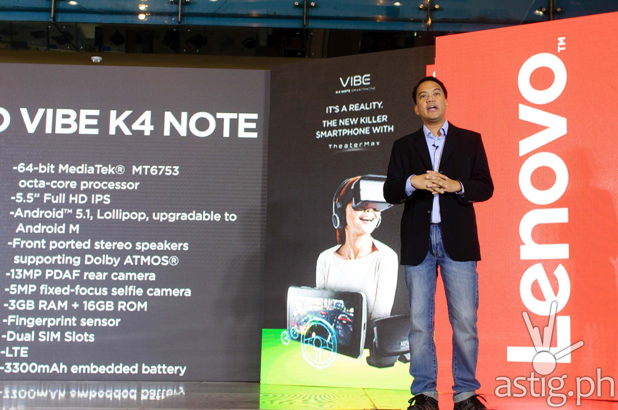 Vincent Dela Cruz, Marketing Manager, Lenovo Philippines, showcases the features of the Lenovo VIBE K4 Note at SM North EDSA