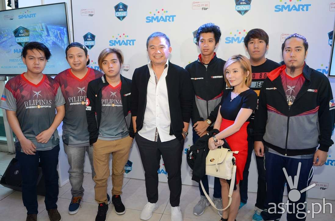 ESL One Manila Digital5 Head Chot Reyes with Team Mineski.Sports5, the PH representative to ESL One Manila 2016