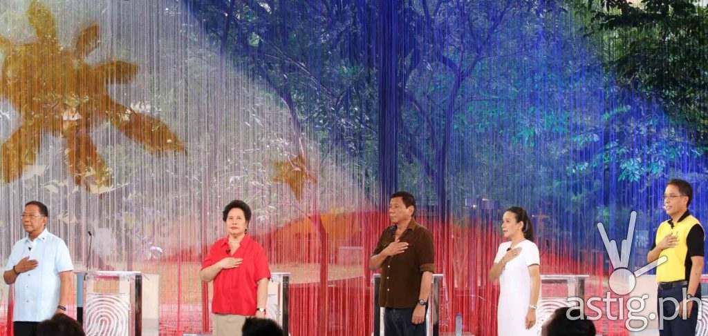 The five presidentiables (L-R) VP Jejomar Binay, Senator Meriam Defensor Santiago, Mayor Rodrigo Duterte, Senator Grace Poe and Mar Roxas, sings the Philippine NAtional Anthem after they were introduced before the start of the Pilipinas Debate 2016 at the Phinam University of Pangasinan in Dagupan City, April 24, 2016. (Photo by Mark Balmores, Manila Bulletin)