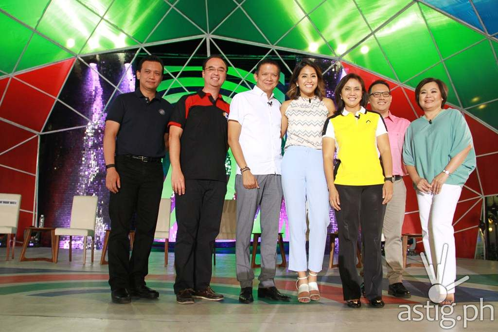 VP candidates Sen. Trillanes, Sen. Escudero, Sen.  Cayetano, and Rep. Robredo with social media correspondent Gretchen Ho and moderators Alvin Elchico and Lynda Jumilla at ABS-CBN's 'Harapan ng Bise'