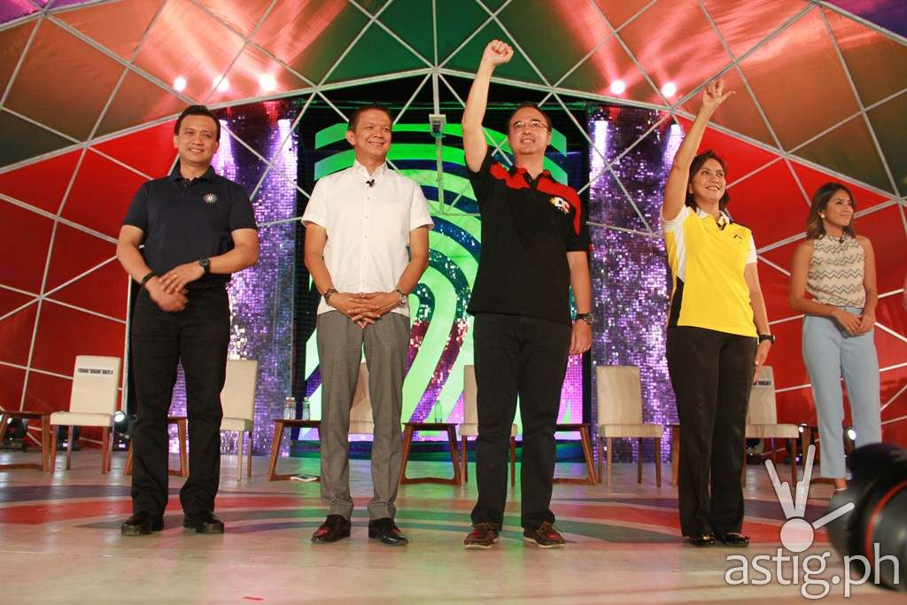 Vice presidential candidates Sen. Antonio Trillanes IV, Sen. Chiz Escudero, Sen. Alan Peter Cayetano, and Rep. Leni Robredo at ABS-CBN's 'Harapan ng Bise' debate Sunday (April 17) night