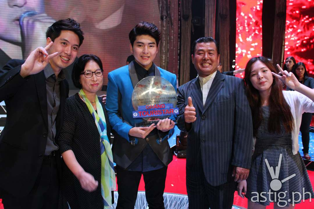 Yohan Hwang and his family