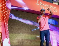 Gerald Anderson woos fans at Ipanema Perfect Pair mall event