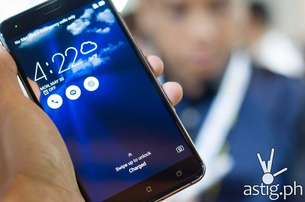 ZenFone 3 has a 5.5 inch full HD screen with ultra thin 2.1mm bezel