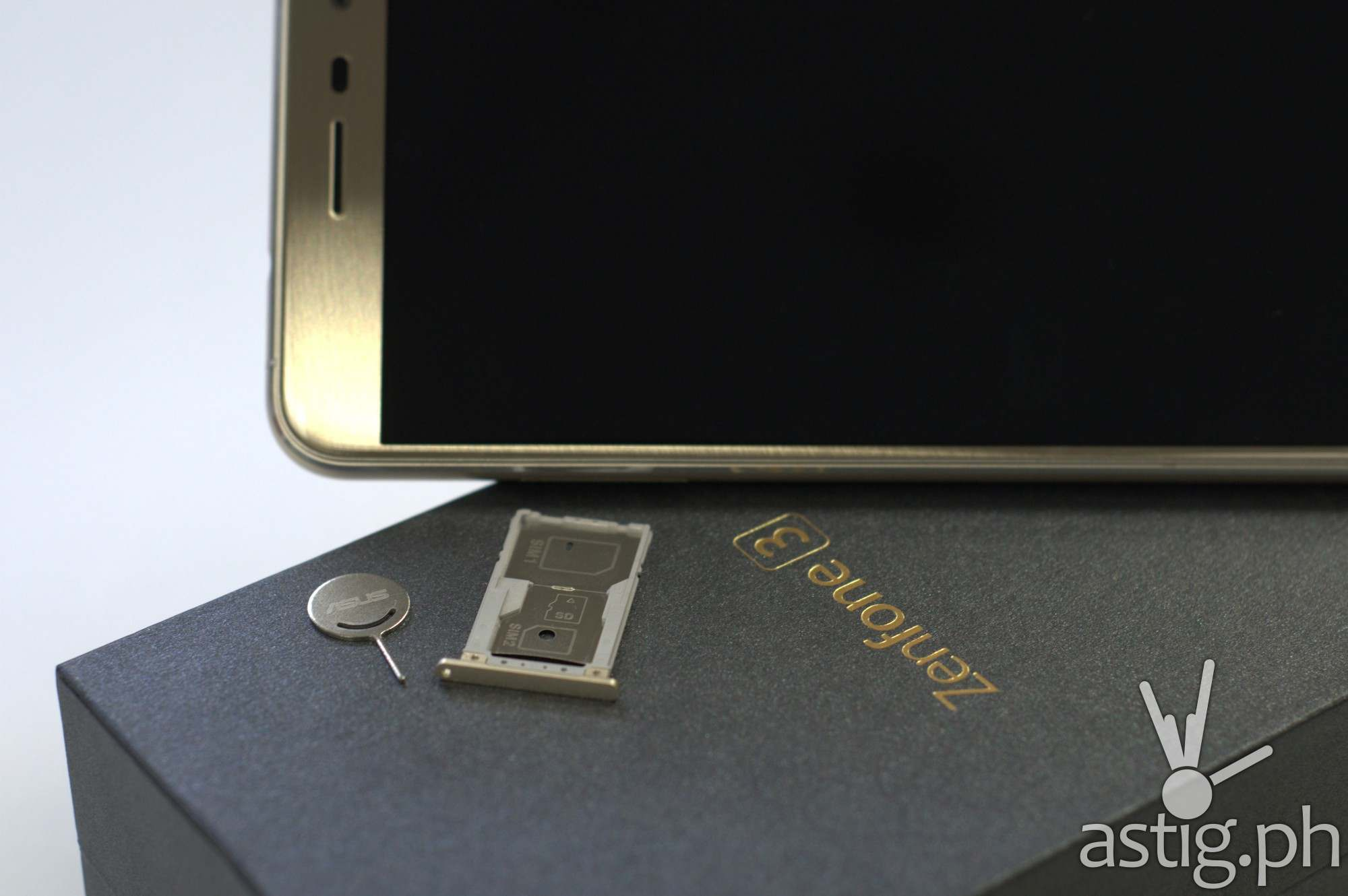 ASUS ZenFone 3 SIM tray and removal pin