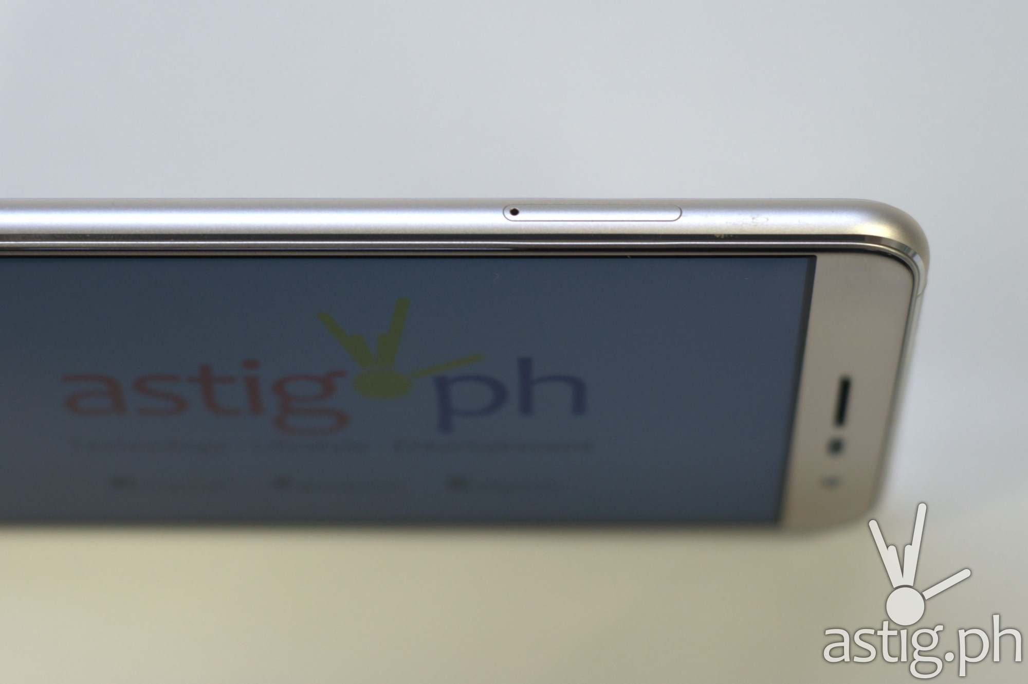 ASUS ZenFone 3 SIM tray slot